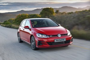 new-golf-gti-driving_003_880x500