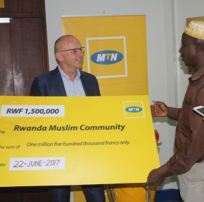 MTN hands over cheque to Muslim faithful in Rwanda