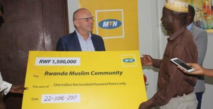 MTN hands over cheque to Muslim faithful in Rwanda