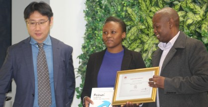 2017 graduates IT Graduate learner Khanyisile Magubane flanked From L-R -Maswikaneng Phatle Solly Acting HOD Department of information Technology  & Huawei Representative Services VP of Huawei Enterprise Business Group for Southern Africa region at the first graduation IMAGE -GIFT NDOLWANE