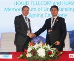 Li Peng, President of Huawei Southern Africa (R) and Nic Rudnick, Group CEO at Liquid Telecom at the MoU signing in Cape Town on Wednesday
