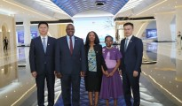 Mokgweetsi Masisi, President of Botswana (second on the left) and his family meeting with Yi Xiang, Senior Vice-president of Huawei (first on the right), and Li Peng, President of Southern Africa Region of Huawei (first on the left) in Beijing