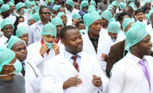 Zimbabwe doctors end strike
