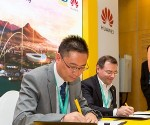 On the left is Huawei Carrier Business Vice President for Southern Africa, Dean Yu signing partnership agreement with MTN CTIO Giovanni Chiarelli.