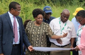 Minister of Finance and Economic Development, Hon. Professor Mthuli Ncube, looks at the 50-hectare dry port plan as ZIMRA Region 1 Manager, Mrs Angeline Mashiri and Mr Henry Nyamuromba explain the plan on site while ZIMRA Commissioner General, Ms Faith Mazani looks on.